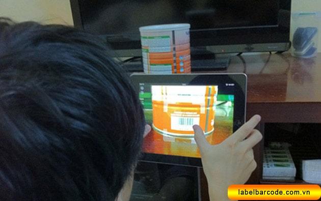 kiểm tra mã vạch sản phẩm online bằng smartphone